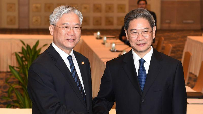 張志軍(右)和夏立信(左)上月在廣州會面,安排習馬會細節。