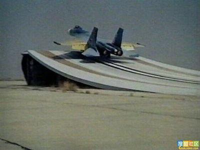 J-15在地面試飛。(圖片來源網絡)